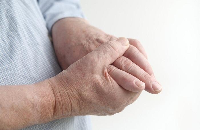 a kis ujjízület fáj, ha meghajlik sántaság típusa ízületkárosodással