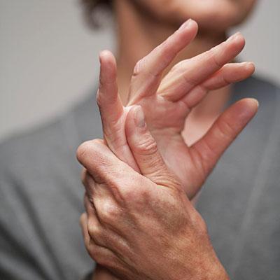 a kis ujjízület fáj, ha meghajlik vállfájdalom enyhítése