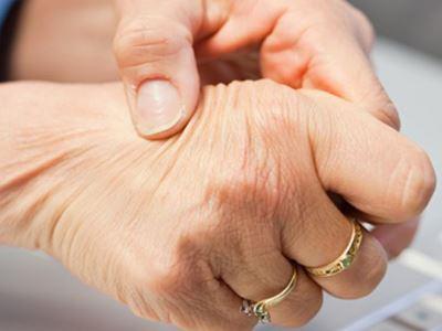 a kéz ízületeiben ujjak fájnak
