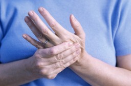 sugárzó fájdalom a könyökízületben gyógyszerek karok és lábak ízületeinek kezelésére