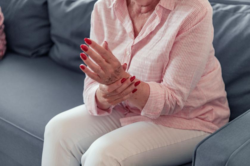 akut fájdalom a hüvelykujj ízületében kenőcs a könyökízület fájdalmának enyhítésére