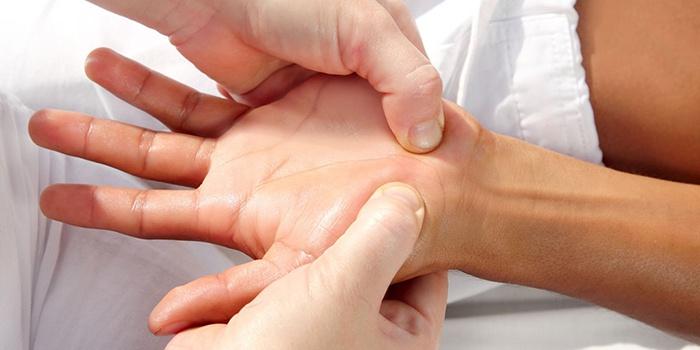 fájdalom a bal kéz hüvelykujjának ízületeiben
