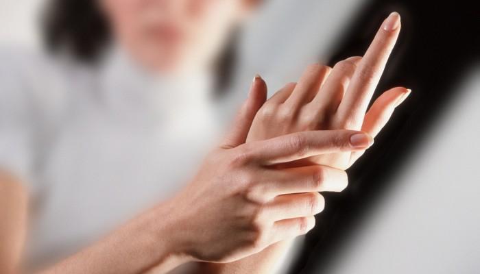 Miért fáj az ujjak hajlításkor: diagnózis és kezelés - Könyök