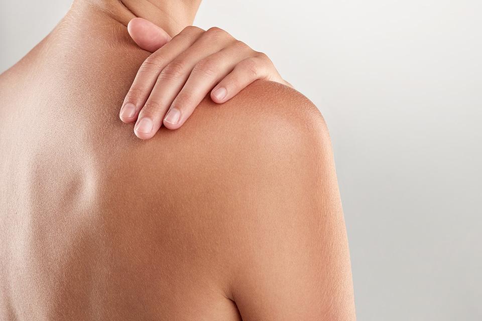 fájdalmat okoz a váll bal oldali ízületében mit mond az ízületi betegség