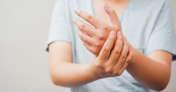 Mi gyógyítja a láb és a kéz ízületeit, A kéz ízületi kezelése kompresszorokkal