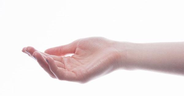 fájó fájdalom a jobb kéz ízületében